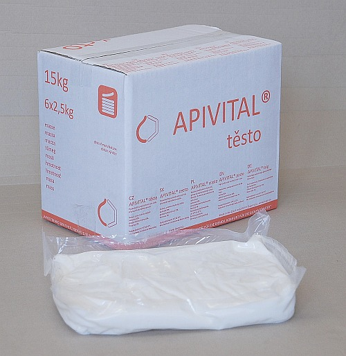 Benefits of replacement of honey-sugar fondant by APIVITAL® paste bee feed, vacuum packing, punnets 2,5 kg